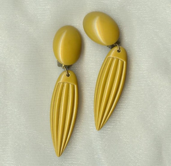 MUSTARD EARRINGS , Plastic Dangling Pair, Clip-Ons,  Vintage Mod Costume Jewelry