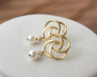 Gold twisted flower with pearl earrings