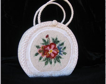 VINTAGE 1950s White vinyl two handles purse with flower tapestry