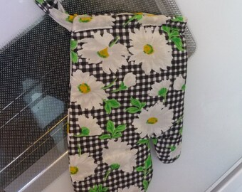 Oven Mitt/ Black and White Check with White Flowers, unique gifts, handmade items, oven mitt, quilted trivet, kitchen accessory, baking, 10