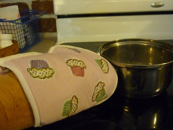 Oven Mitt, Pink Cupcakes, unique gifts, kitchen items, kitchen accessory, baking food, kitchen untensil, hot food, quilted trivet, baking, 7