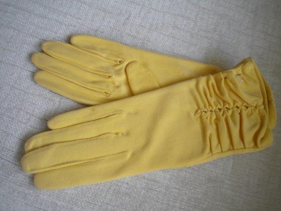 Lemon Chiffon Pie Double Woven Nylon NOS Vintage Gloves - 8
