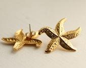 Gold Starfish Vintage Earrings / Avon / Pierced