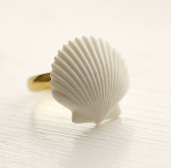 Ocean Foam Seashell Ring / Vintage / Simple / Adjustable / White / Beachy
