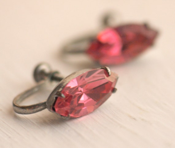 Cat Eye vintage Earrings / Pink / Navette / Rhinestones