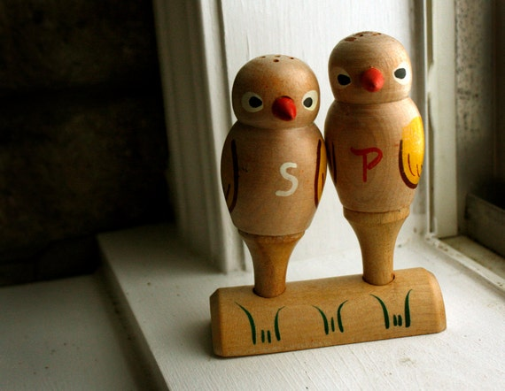 Wood Lovebirds Salt and Pepper Shakers Boxed / Vintage / Retro