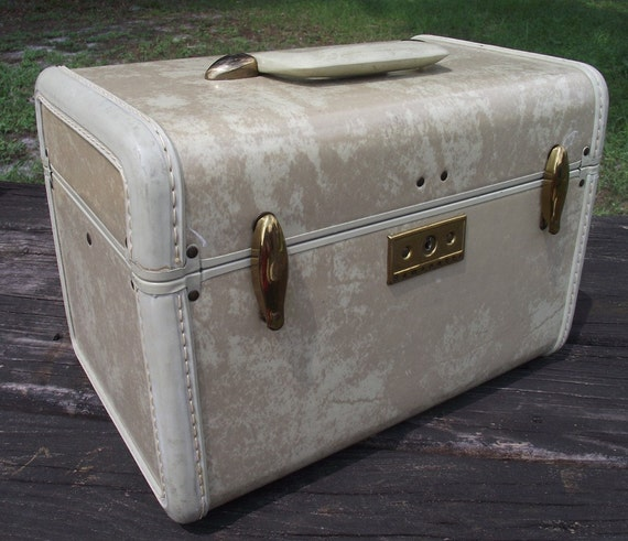 Vintage Train Case in Marbled Taupe