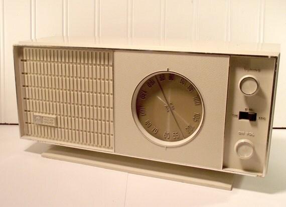 RCA AM FM Radio RLC20Y