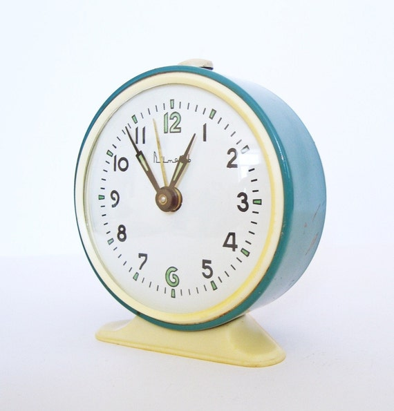 Vintage mechanical alarm clock Vitjaz from Russia Soviet Union 	turqouise colour