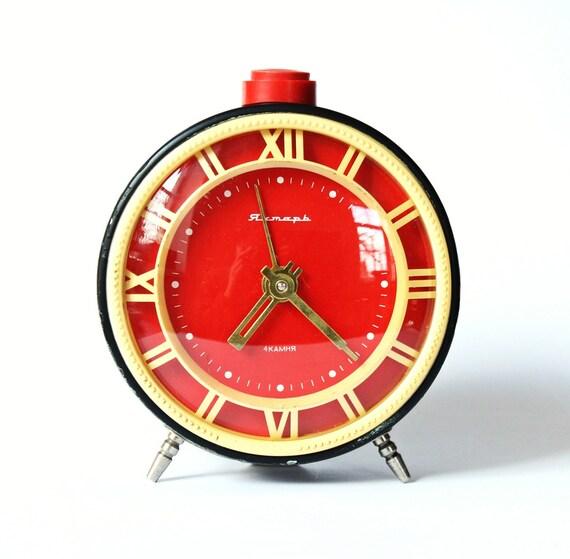 Vintage alarm clock Jantar from Soviet Union era mint color clock red black clock the clock