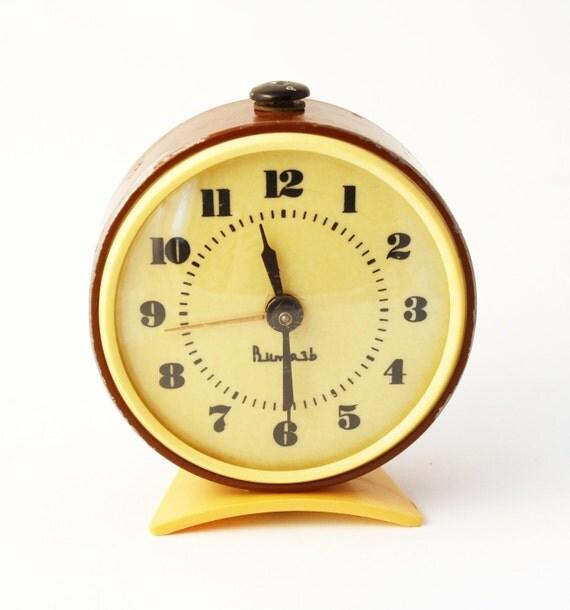 Vintage mechanical alarm clock Vitjaz from Russia Soviet Union brown clock yellwow clock