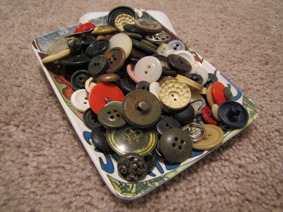 1/4 Pound of Mixed Bulk Buttons 1930s - 1950s