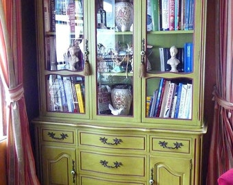 Beautiful Vintage China Cabinet (sold)