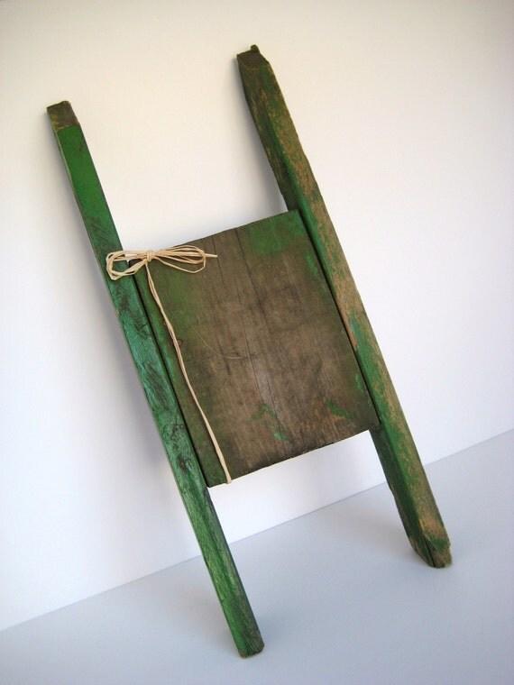 Primitive Green Clothesline Winder