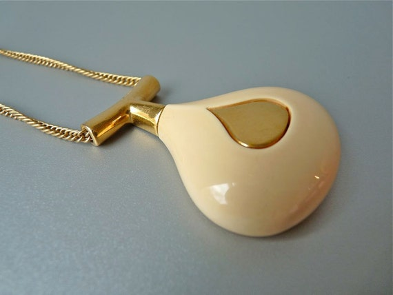 Vintage Trifari cream pendant necklace