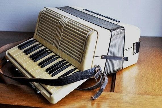 Vintage Hohner Tango II B Accordion