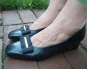VINTAGE Etienne Aigner Bow Heels (8M)