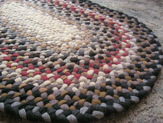 Handmade Vintage Wool Oval Braided Rug In Earthtones By