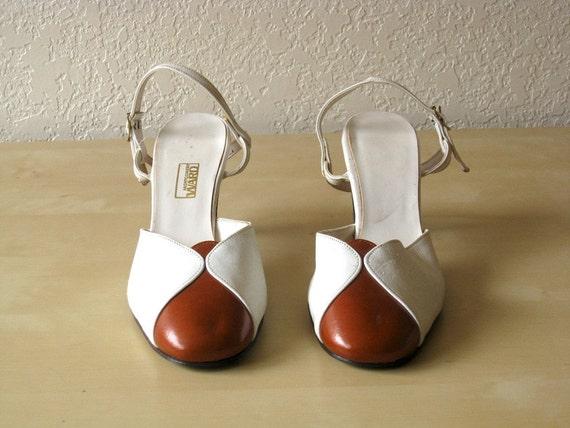 Vintage 1970s Montgomery Ward Caramel Two-Tone Heels, 9
