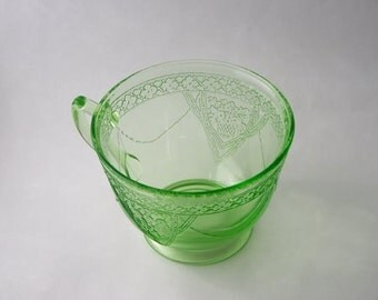 Georgian Lovebirds Cup in Green