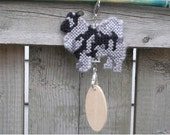 Keeshond crate tag or hang dog anywhere, Magnet option, kennel accessory decorative display hand stitched by canine artist