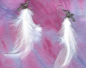 Feather earrings white with pewter cross