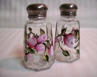 Salt and pepper shakers, hand painted salt and pepper shakers, salt and pepper shakers with roses and rosebuds, pink roses, floral design