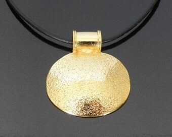 special designed gold plated round pendant necklace - luxurious texture - beautiful gift