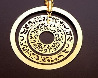 beautiful kinetic 7.5 cm lace pendant