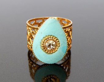 beautifull romantic drop turquoise and gold ring with a swarovsky crystal stone