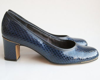 Vintage 60s NOS Mod Blue Faux Snakeskin Leather Round Toe High Heels 8 M Mint Condition