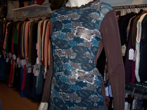 Geometric pattern and brown color top with ruffled edging plus made in USA (v136)