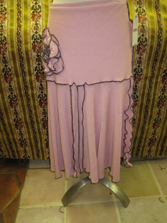 Pink color skirt with rose decoration and ruffled edging (V148)