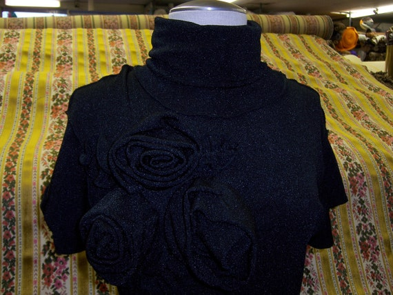 Black turtleneck top with rose decoration (v98)