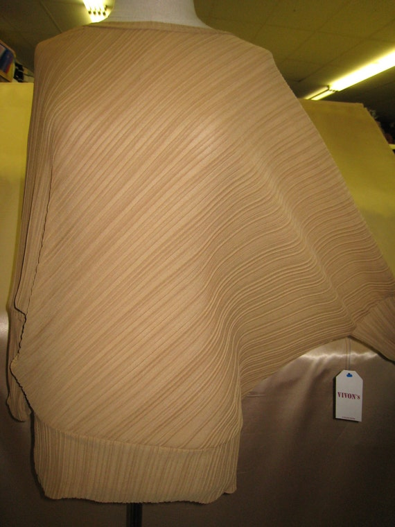 Chiffon material with oatmeal color blouse plus made in USA (v180)