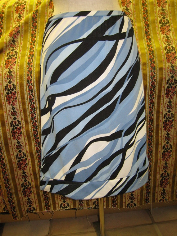 Geometric pattern design skirt plus made in USA (v39)