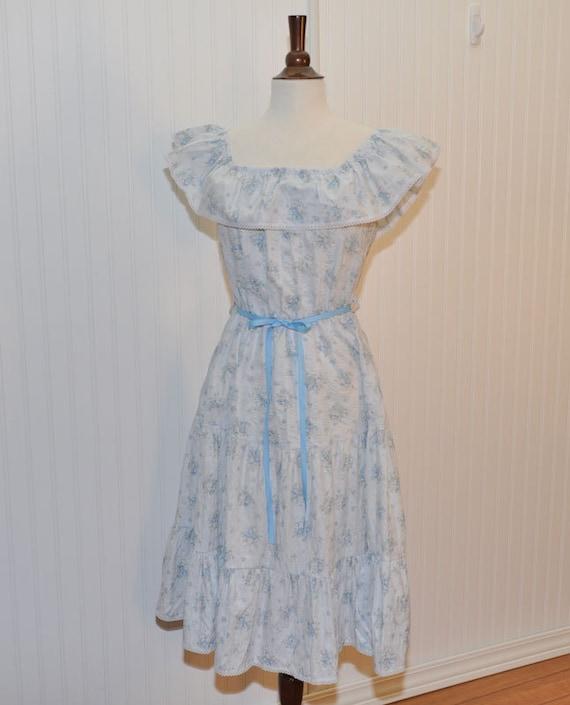 SALE  10% Off  Use Coupon Code: VFTSPRINGSALE Vintage 1970 Peasant Dress