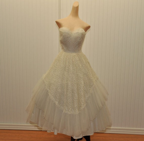 Vintage 1950 Wedding Dress  Lace and Tulle