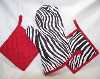 Zebra Print/Contrast Red Pot Holders and Oven Mitt Set