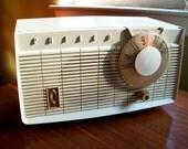 Philco Tube Radio Vintage - Lights and Works