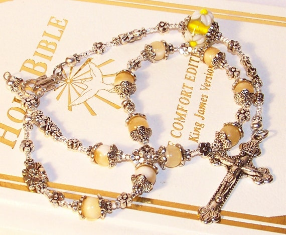 Superb Calcite and Lampworked Glass One-Decade Rosary
