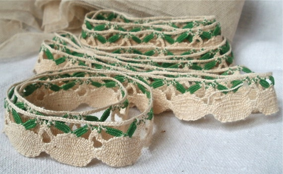 Antique French Handmade Lace Scallop trimming in ecru and green 2 yards Chateau Romantic Edwardian