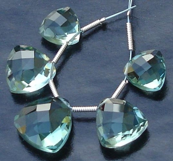5 Pcs Set, GREEN AMETHYST Quartz Faceted TRILLION Shaped Briolettes,10-14mm Long, 2 Pairs and 1 Focal,Great Item