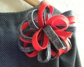 Brooch Felt in Red and Grey