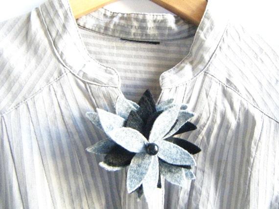 Brooch Grey and Black - Flower Bead