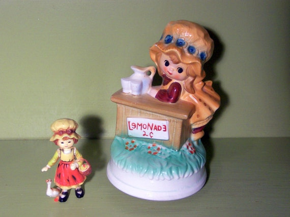 """RESERVED for athenstreetantiques // SALE - Lemonade Stand - vintage ceramic musical figurine - plays """"My Way"""" or """"Comme d'habitude"""" tune"""