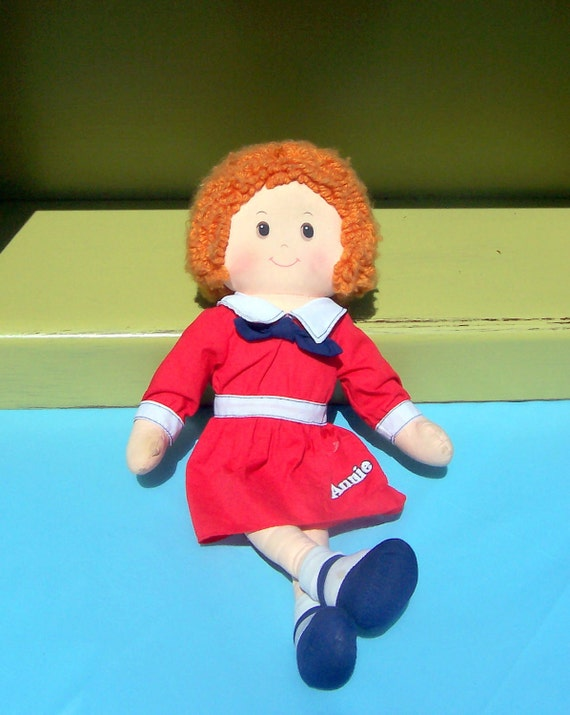 Annie cloth doll - 1982 Knickerbocker Toy Company - Toys that love you back