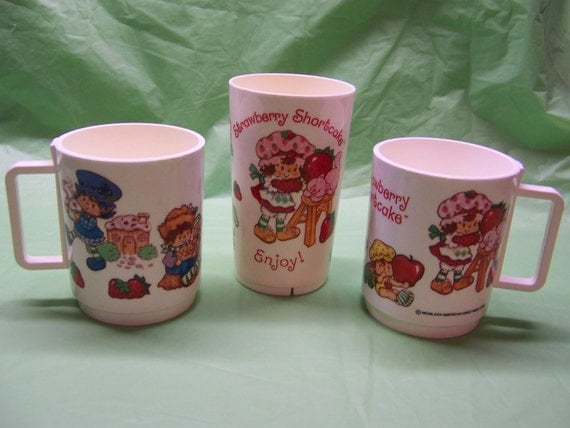 vintage 1980 Strawberry Shortcake & Friends lot of DEKA plastic mugs and tall tumbler cup