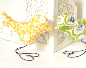 Wedding Cake Topper Love Birds, Cottage Chic Sunshine Yellow and Vintage Style Green, Spring Wedding, Wedding Gift