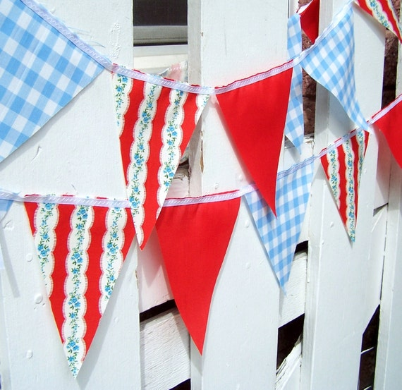 9 Feet, 20 Flags, Vintage Gingham Blue, Red and White Flower Party Bunting, Banner, Flags, Birthday Party, Wedding Decoration, Bridal Shower